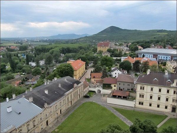 Litoměřice, katedrála sv. Štěpána. Pohled na Radobýl