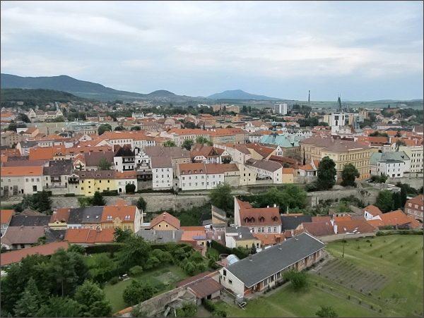 Litoměřice, katedrála sv. Štěpána. Pohled na historické centrum města. V pozadí Sedlo