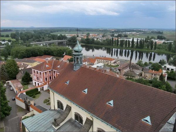Litoměřice, katedrála sv. Štěpána. Pohled přes katedrálu k Labi