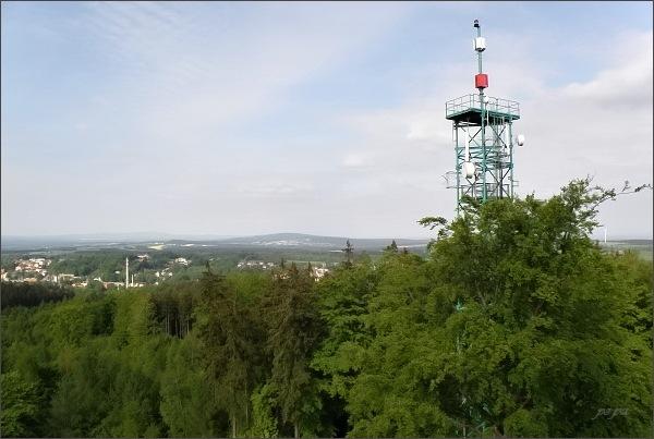 Pohled z rozhledny na Háji k SZ.  V popředí Krásná, uprostřed Waldstein