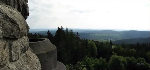 Pohled z rozhledny na Háji ke Krušným horám