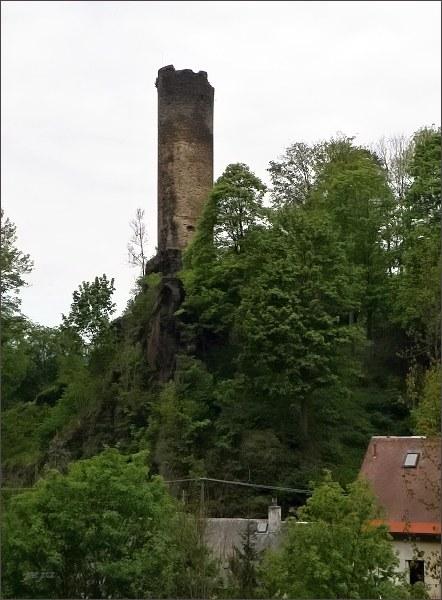 Podhradí, zřícenina hradu Neuberk