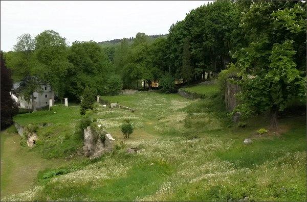 Podhradí, areál Dolního zámku