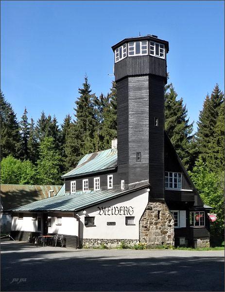 Olověný vrch (Bleiberg). Chata s vyhlídkovou věží