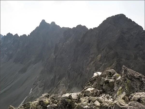 Východná Vysoká (vpravo) a Bradavica z Divej veže