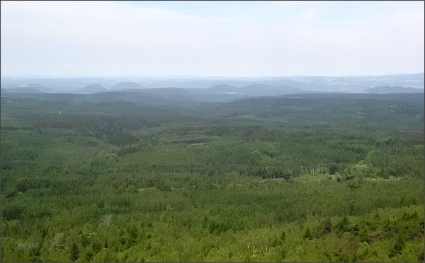 Pohled z Drážďanské vyhlídky na stolové hory Saska