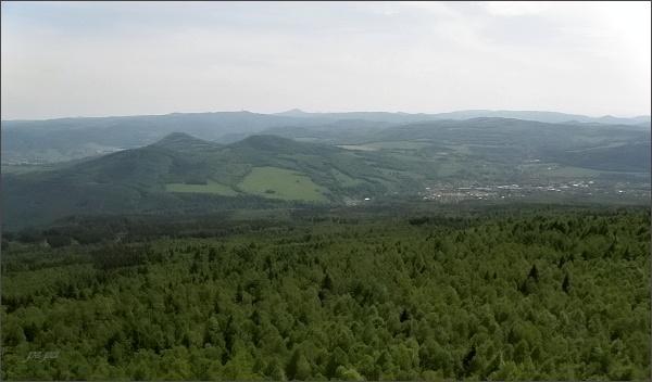 Pohled z Děčínského Sněžníku na České středohoří