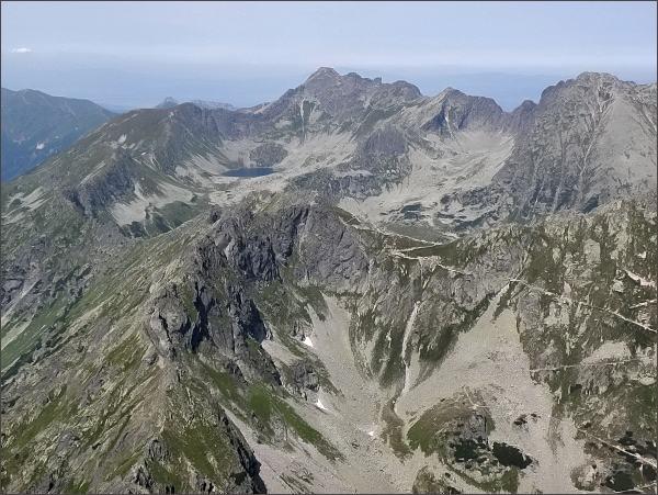 Hrubý štít (uprostřed)z Čubriny