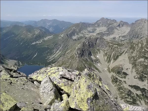 Hrubý štít a sedlo Szpiglasowa Przełęcz (uprostřed) z Čubriny