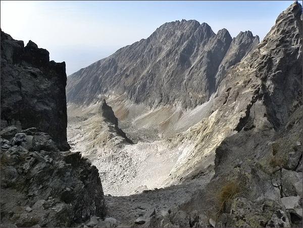 Hřeben na Zadný Gerlach: Pohled do Batizovskej doliny. Kostolík, Končistá