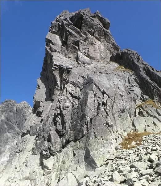 Jižní a jihozápadadní stěny Kostolíka jsou vysoké kolem sta metrů