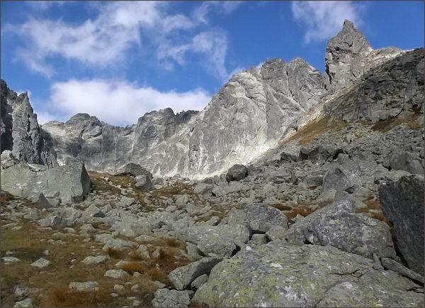 Závěr Batizovskej doliny. Zleva Drúk, Popradský Ľadový štít, Kačací štít, Batizovský štít a Kostolík
