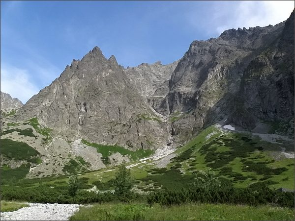 Malá Snehová veža (JZ stěna) nad Čiernou Javorovou dolinou