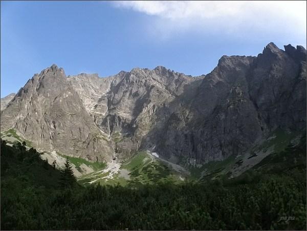 Malá Snehová veža a Ľadová dolinka. Uprostřed Snehový štít, Zadný  Ľadový štít a Ľadový  štít, vpravo Ľadové veže