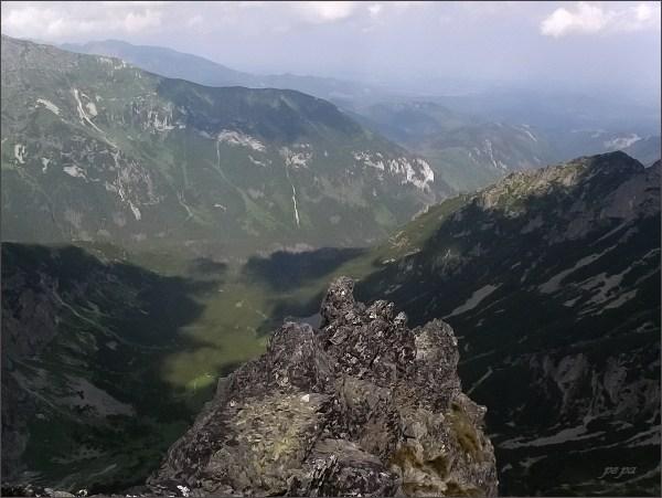 Malá Snehová veža, pohled do Čiernej Javorovej doliny