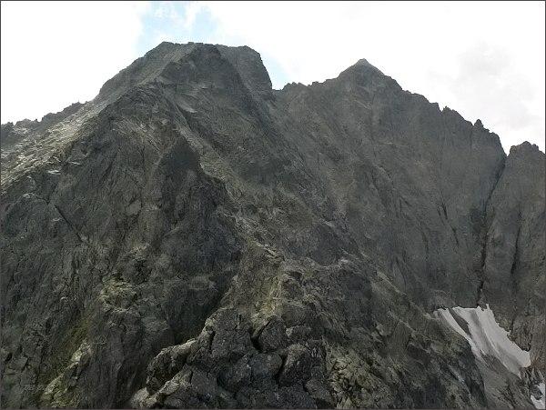 Snehová strážnica a Snehový štít z Veľkej Snehovej veže. Vpravo v zákrytu Zadný Ľadový a Ľadový štít