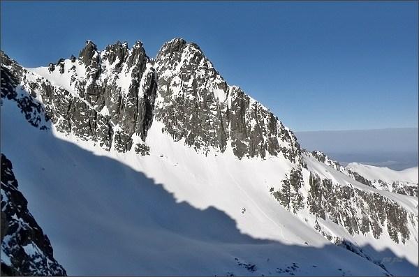 Čierne veže a Čierny štít na Veľkou Zmrzlou dolinou (Baraňou kotlinou)