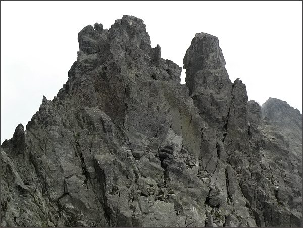 Veľká Čierna veža zpod Čierneho štítu