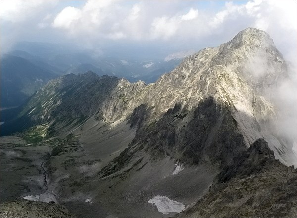 Čierna Javorová dolina a Kolový štít (vpravo) z Čiernych veží