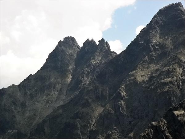 Čierny štít a Čierne veže nad Čiernou Javorovou dolinou