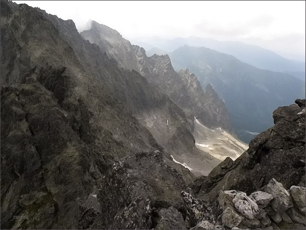 Snehové veže a Čierna Javorová dolina z Čierneho štítu