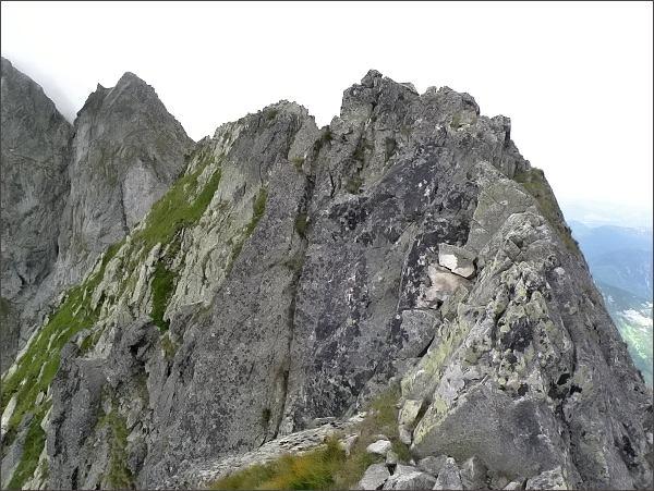 Malý Kolový štít (nejblíže), Belasá veža a Zmrzlá veža z Karbunkulového hrebeňa