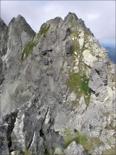 Malý Kolový štít (nejblíže), Belasá veža a Zmrzlá veža <br>z Karbunkulového hrebeňa