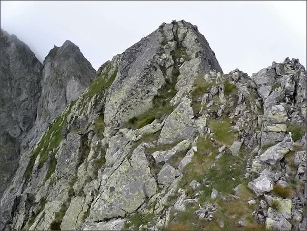 Zmrzlá veža (vlevo) a Malý Kolový štít z Karbunkulového hrebeňa