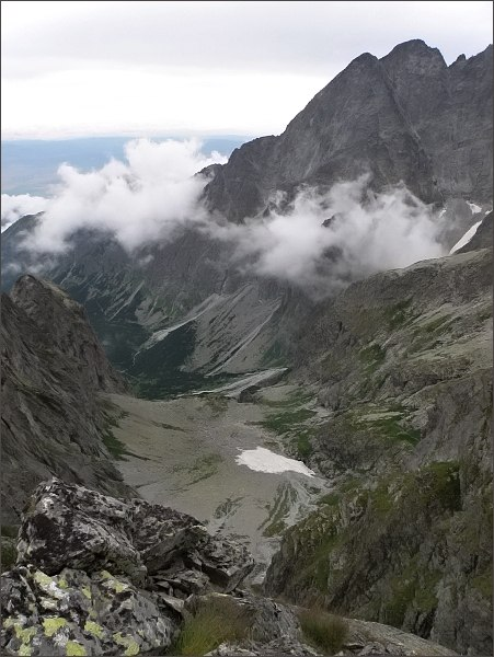 Malá Zmrzlá dolina ze Zmrzlej veže. Vpravo Kežmarské štíty