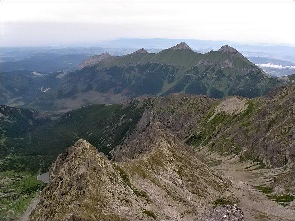 Belianske Tatry ze Zmrzlej veže. Zprava Hlúpy, Ždiarska Vidla, Havran, Nový vrch a Muráň