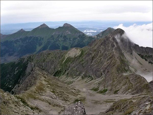 Kotlinka pod Kolovým sedlom ze Zmrzlej veže. <br>Vpravo Jahňací štít, za ním Hlúpy. Dále vlevo Ždiarska Vidla, Havran a Nový vrch