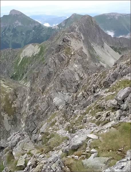 Zmrzlá veža (v popředí) z Kolového štítu
