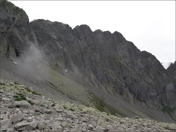 Karbunkulový hrebeň nad Malou Zmrzlou dolinou: <br /> zprava Predný, Prostredný a Zadný Kopiniak, Malý Kolový štít Belasá veža
