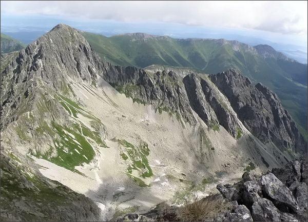 Červená dolina, Jahňací štít, Kozí štít (vpravo) a Belianske Tatry z Malého Kolového štítu