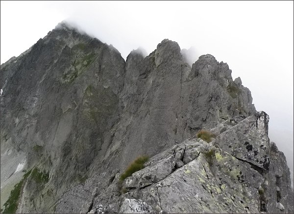 Karbunkulový hrebeň z Prostredného Kopiniaku<br>Nejblíže Zadný Kopiniak, dále doleva Malý Kolový štít, Zmrzlá veža a Kolový štít