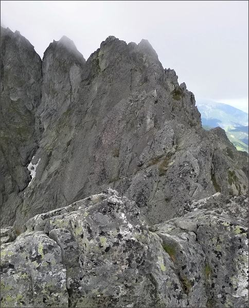 Karbunkulový hrebeň z Predného Kopiniaku<br /> Nejblíže Prostredný Kopiniak, za ním Zadný Kopiniak. <br>Dále Malý Kolový štít a Belasá veža. Vlevo Zmrzlá veža