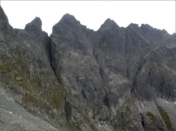 Žabí kôň (vlevo), Zabia veža a Volia veža od severu