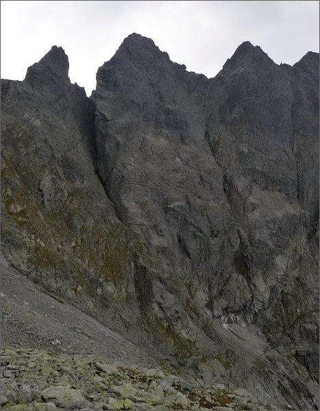 Žabí kôň (vlevo), Žabia veža a Volia veža od severu
