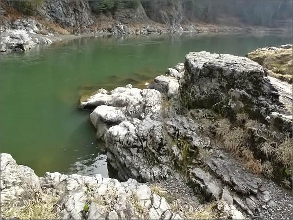Prielom Dunajca - vápencové terasy na pravém břehu řeky