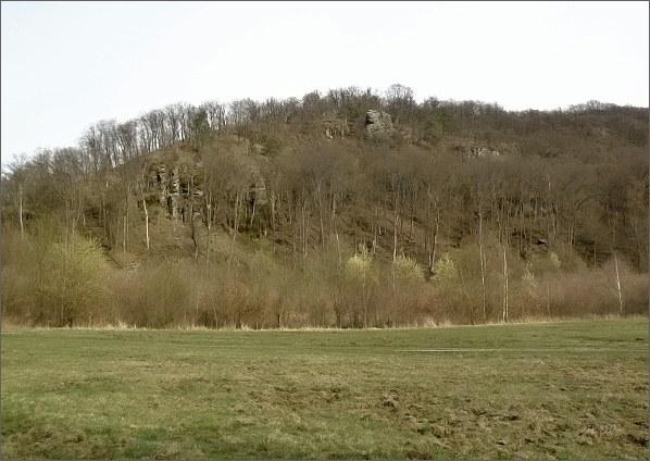 Výchozy slepenců ve střední části Rakovecké údolí