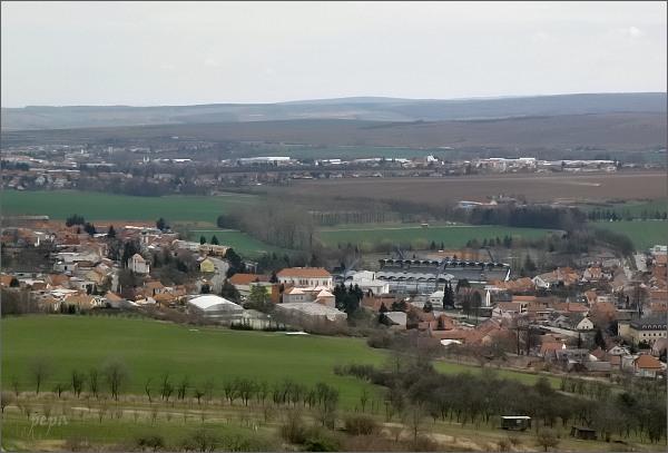 Drnovice s fotbalovým stadionem z rozhledny Chocholík