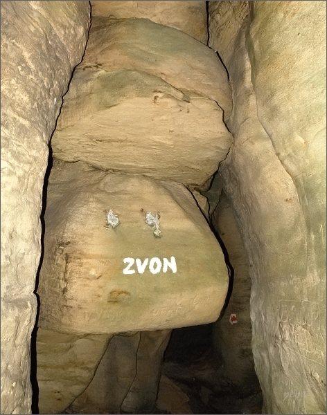 Nevkusné označení skalních útvarů v Toulovcových maštalích