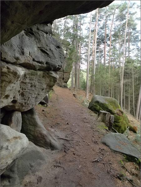 Turistický chodník na okraji Toulovcových maštalí