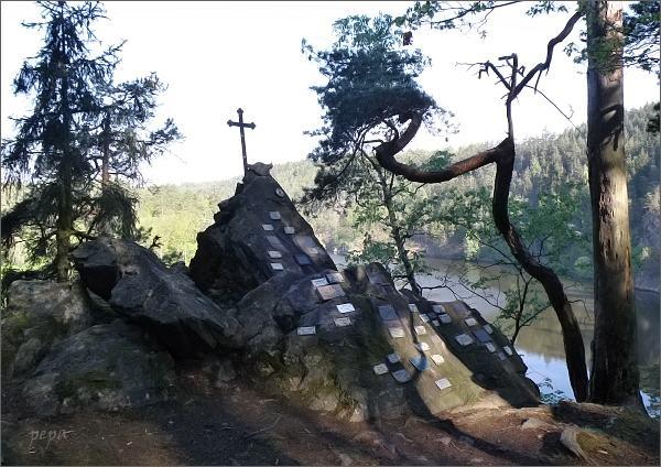 Dalešická přehrada, Maxův kříž