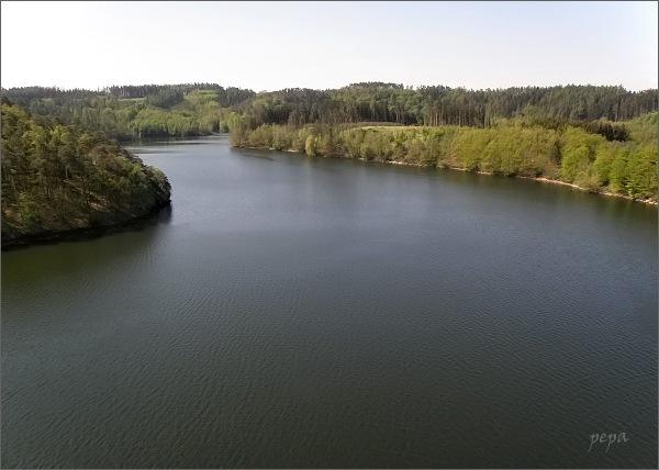 Dalešická přehrada z vyhlídky u Wilsonovy skály