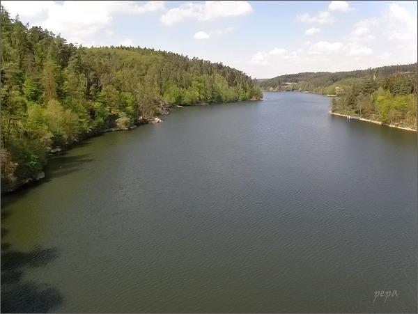Dalešická přehrada ze silničního mostu