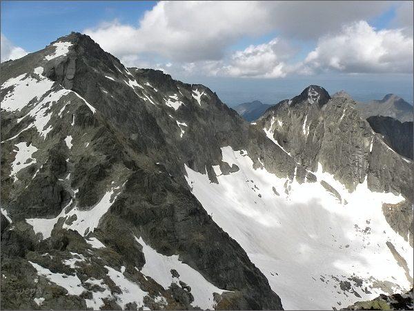 Závěr Veľkej Zmrzlej doliny ze Spišského štítu. Vlevo Baranie rohy