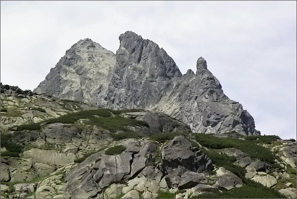 Ošarpance (vpravo), Dračia Kôpka, Dračí štít a Vysoká