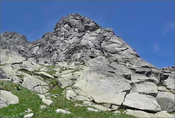 Malý Ošarpanec, vpravo Komarnického komín