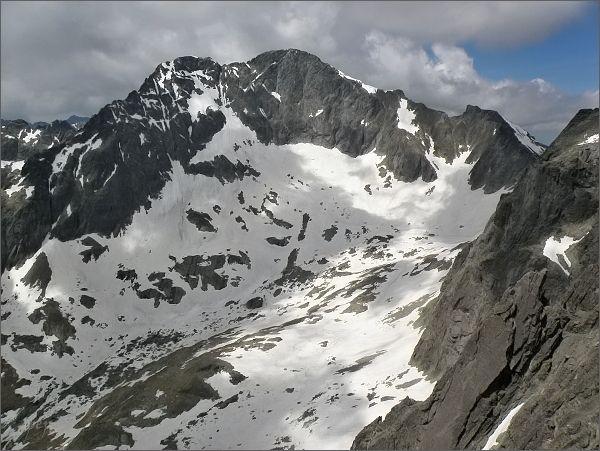 Ľadové štíty a Snehový štít (vpravo) ze Zadnej Mačacej veže